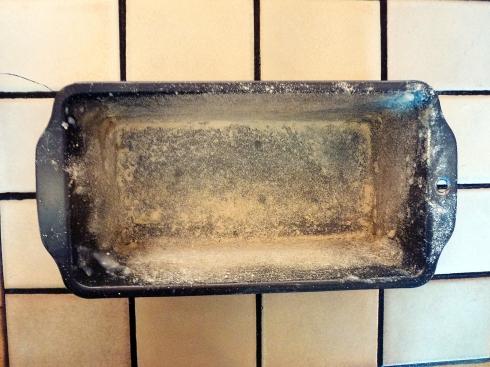 floured tin